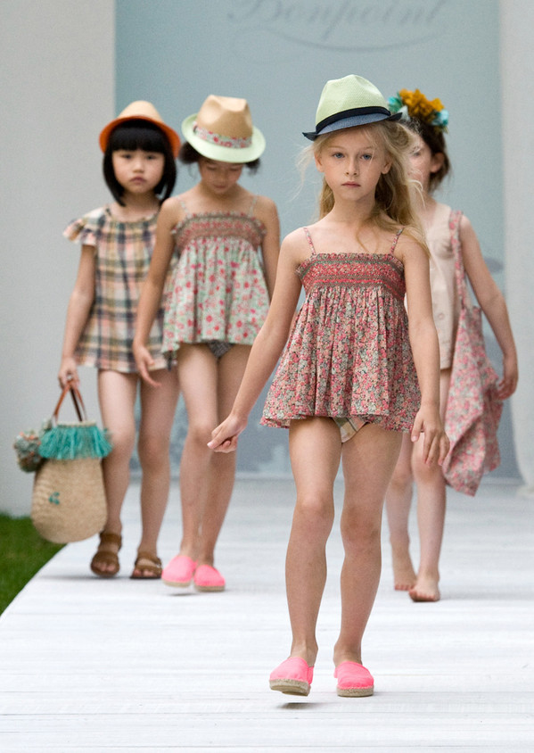 The sweet romance of small floral bows! French children's clothing brand Bonpoint spring and summer series of children's swimwear new products express